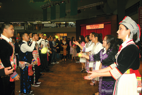 http://www.nwasianweekly.com/wp-content/uploads/2012/31_46/front_hmong1.jpeg