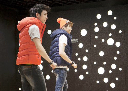 http://www.nwasianweekly.com/wp-content/uploads/2013/32_02/songs_jjproject.jpg